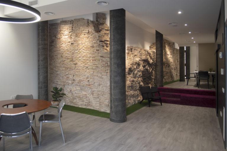 Restauración del muro de los baños árabes y adecuación del interior para nuestro estudio